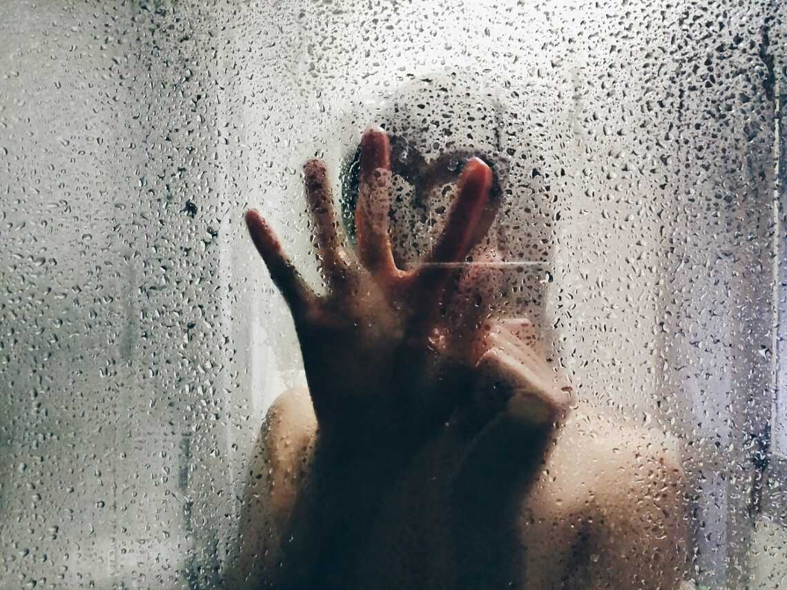 Czym najlepiej umyć kabinę prysznicową szklaną